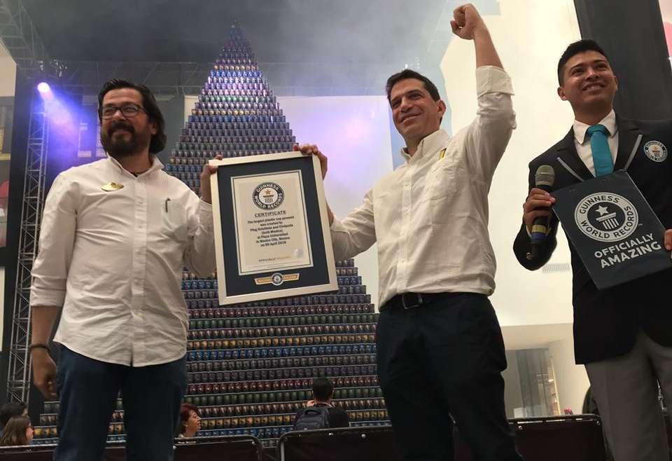 MÉXICO BUSCA RECUPERAR EL GUINNESS WORLD RECORDS POR THE LARGEST PLASTIC CUP PYRAMID.